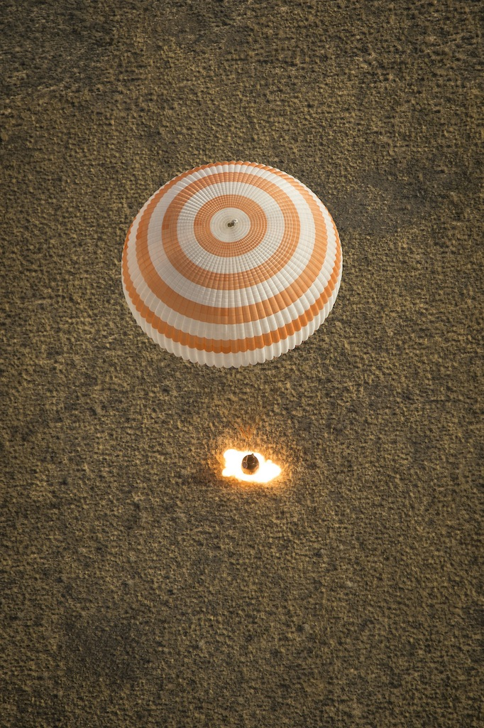 Expedition 36 Soyuz TMA-08M Photograph Captures Retro Rockets Firing During Landing